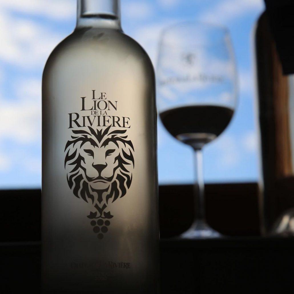 <center>Le Lion de La Rivière 2010<br> Mise en bouteille <br> Disponible à la vente</center>